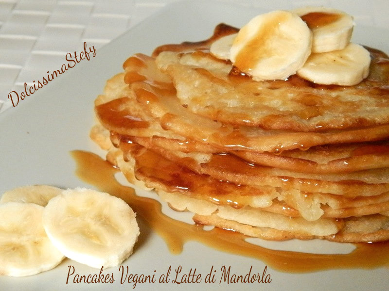 Pancakes Vegani al Latte di Mandorla