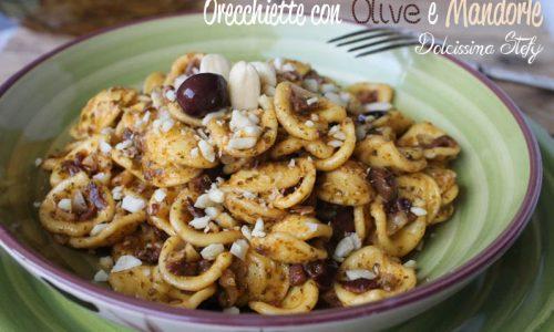 Pasta con Olive e Mandorle