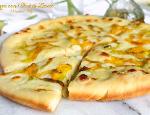 Pizza di Semola con Fiori di Zucca e Mozzarella