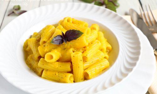 Pasta con Crema di Peperoni gialli e Zafferano