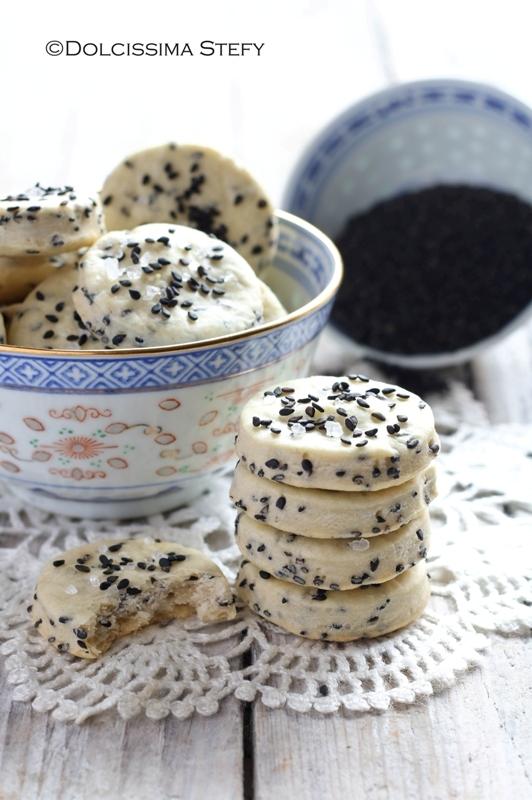 biscotti al sesamo nero