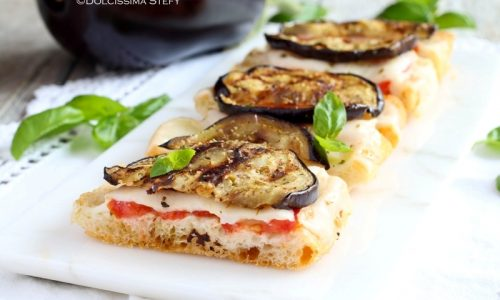 Focaccia alle Melanzane, Mozzarella e Pomodoro