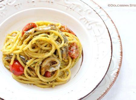 Spaghetti con Alici, Zafferano e Patè di olive