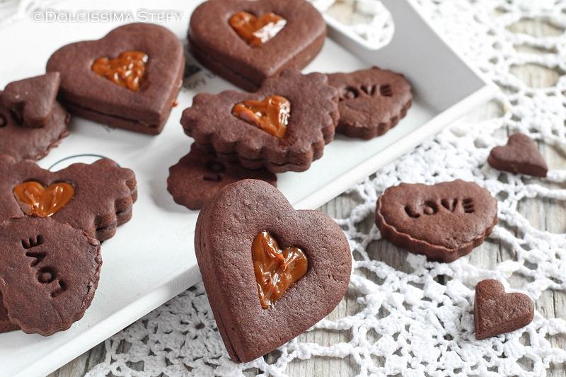 Cuori di Frolla al Cacao ripieni di crema mou di Dolcissima Stefy
