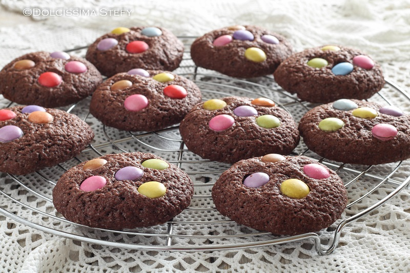 Smarties Cookies al Cacao - i biscotti di Dolcissima Stefy