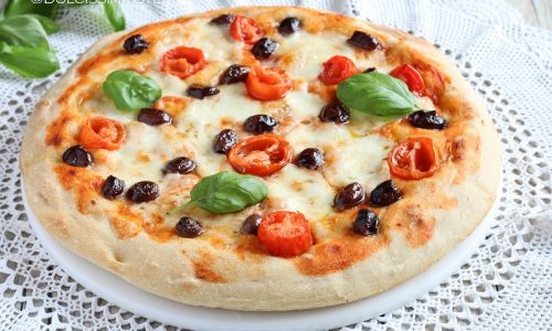 Pizza con Olive Taggiasche, Pomodorini e Mozzarella