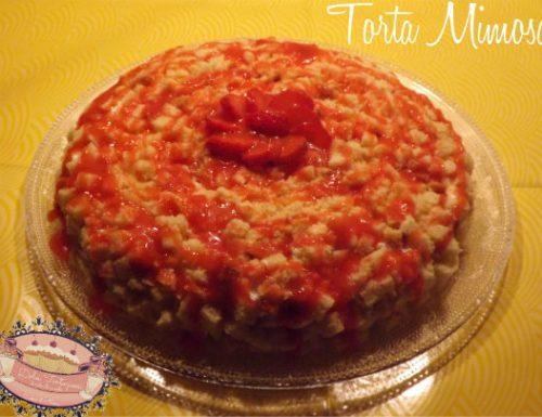 Torta Mimosa con ananas e fragole