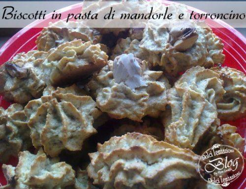 Biscotti in pasta di mandorle e torroncino