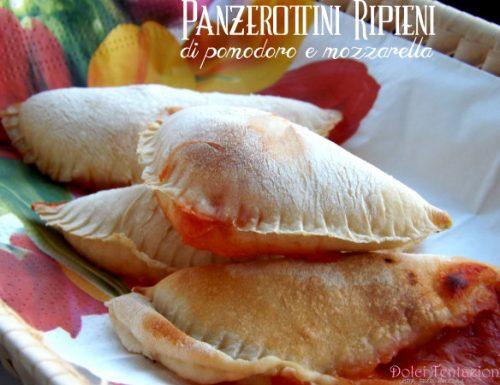 Panzerottini ripieni di pomodoro e mozzarella