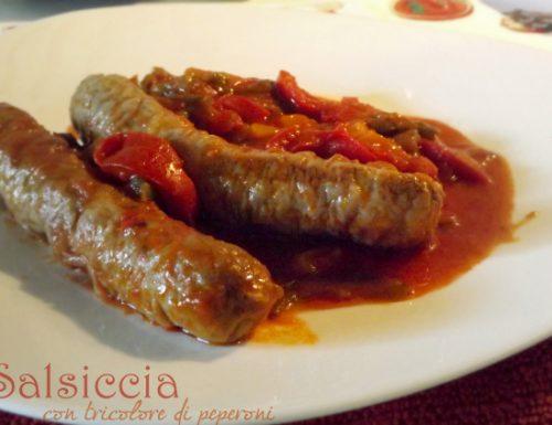 Salsiccia con tricolore di peperoni
