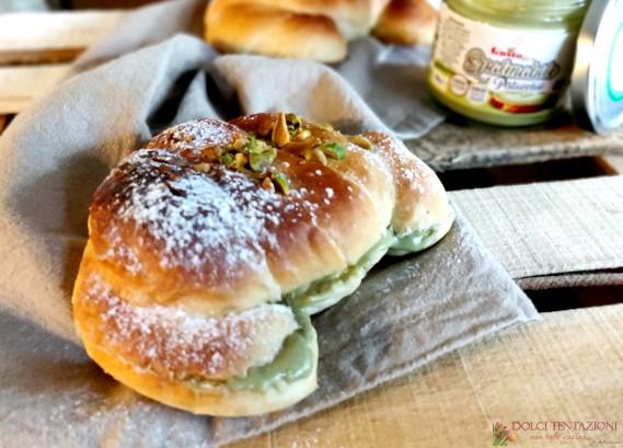 cornetti al miele con crema di pistacchi