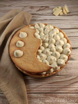 Crostata moderna con bavarese alla nocciola e namelaka al cioccolato bianco 2