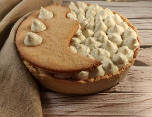Crostata moderna con bavarese alla nocciola e namelaka al cioccolato bianco