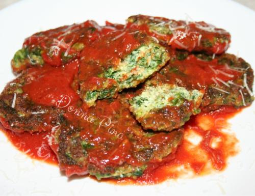 Polpette di verdure selvatiche e ricotta in salsa di pomodoro