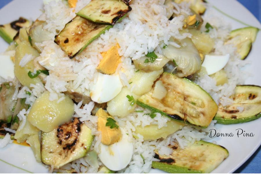 Insalata di riso basmati con zucchine patate e uova