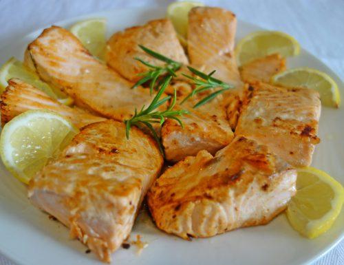 Salmone fresco in padella: veloce e gustoso.