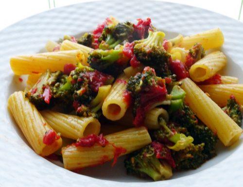Pasta con i broccoli: i tortiglioni gustosi ma leggeri