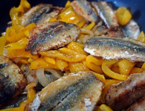 Alacce con peperoni, cipolla e capperi: un piatto ricco ma leggero 😋