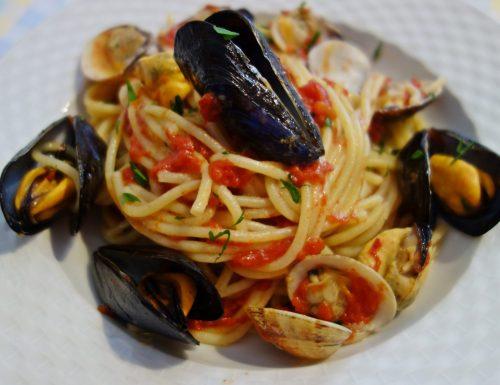 Spaghetti con cozze e vongole: il mare in un piatto 😍
