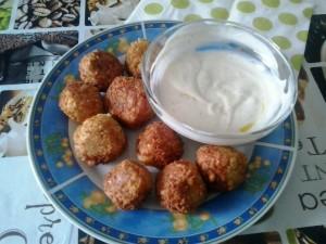 falafel con salsa allo yogurt