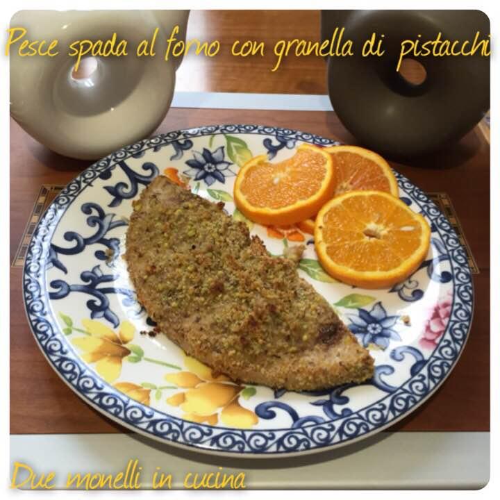Pesce spada al forno con granella di pistacchi