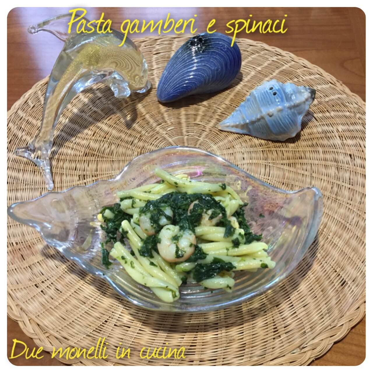 Pasta con gamberi e spinaci