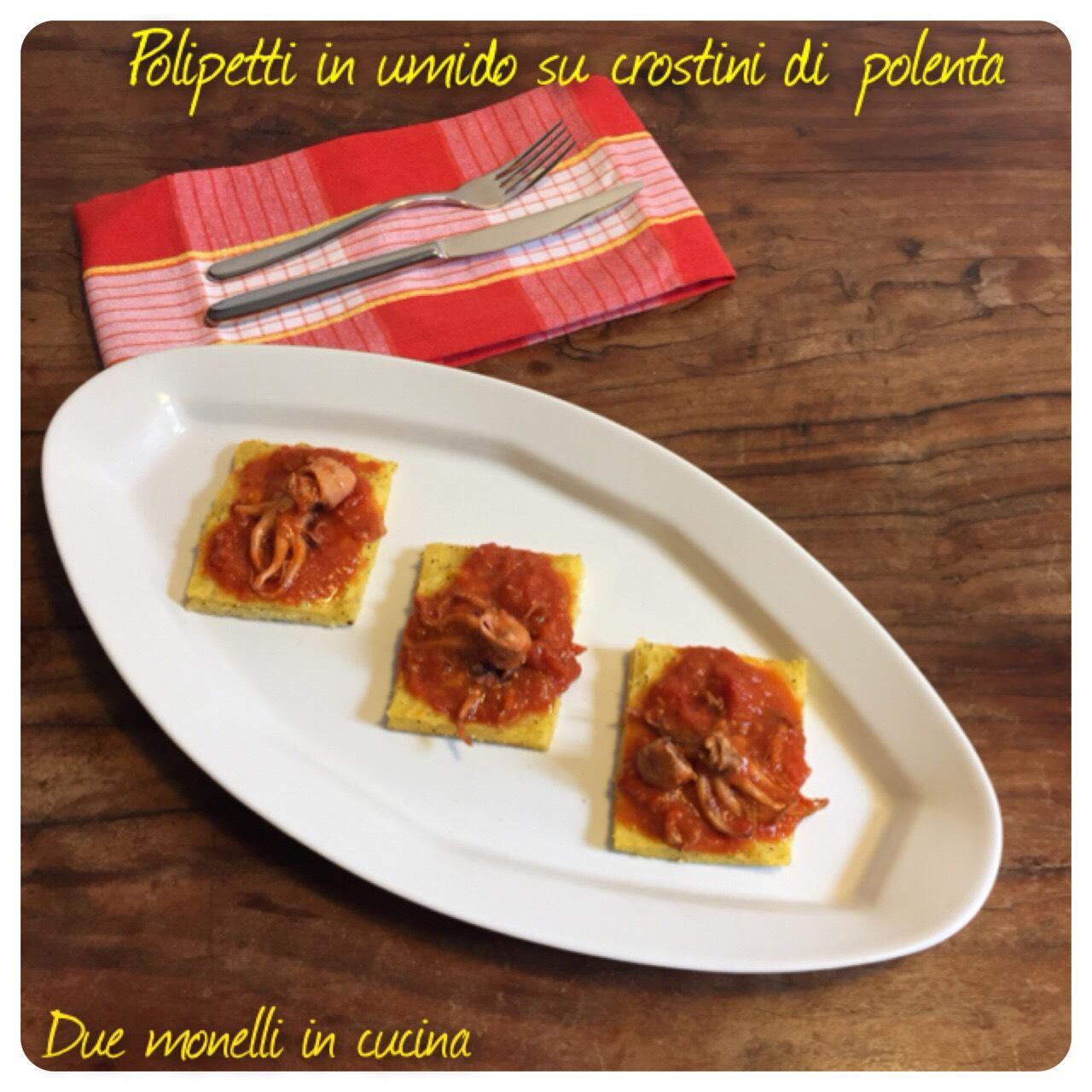 Polipetti in umido su crostini di polenta