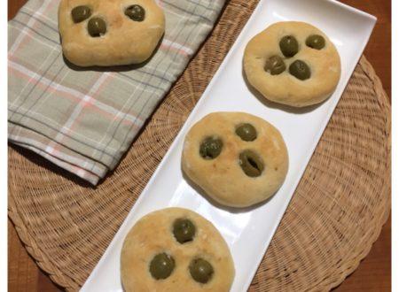 Focaccine con patate alle olive