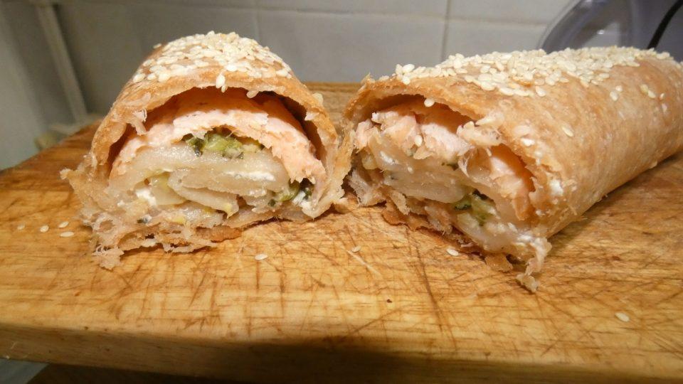 Rotolo di pasta sfoglia salmone e zucchine