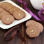 Biscottini bianchi e neri a spirale o biscotti girella Dulcisss in forno by Leyla