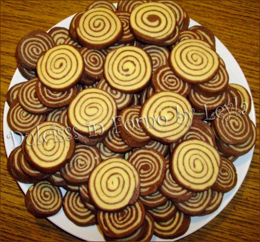 Biscottini bianchi e neri a spirale ricetta biscotti - Piatti bianchi e neri ...
