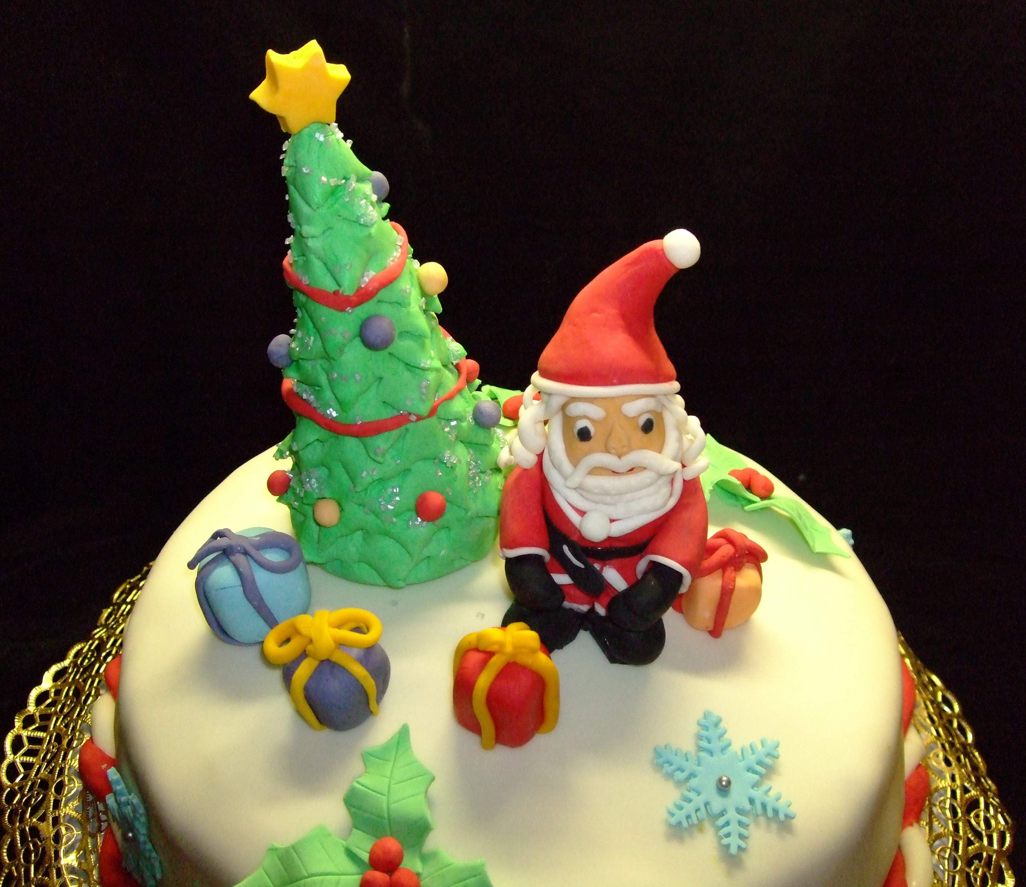 Torta natalizia decorata la mia prima torta decorata per - Decorazioni torte natalizie ...