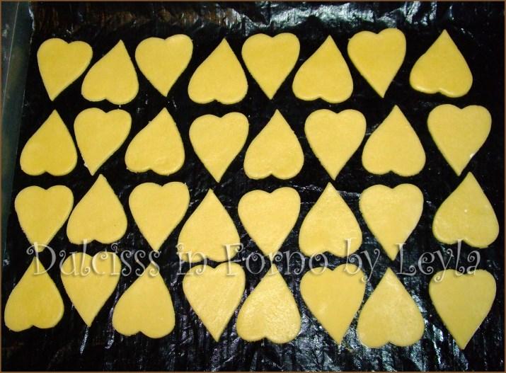 cuoricini al cioccolato biscotti di pasta frolla biscotti a forma di cuore biscotti semplici per Natale biscotti per bambini biscotti da fare con bambini biscotti di frolla veloci biscotti al burro biscotti con cioccolato biscotti a cuore biscotti buonissimi biscotti veloci biscotti velocissimi ricetta facile ricetta biscotti natale facile biscotti natalizi semplici cioccolato biscotti di natale con cioccolato biscotti delle feste biscotti di natale ricette di natale biscotti alto adige biscotti trentini suedtirol weinachten rezepte Christmas recipies pasticceria natalizia biscotti natalizi biscotti da regalare per natale biscotti per natale biscotti buoni ricetta di natale ricetta per natale ricette natalizie biscotti dolcetti natale natalizi per natale Dulcisss in forno by Leyla ricette biscotti Leyla