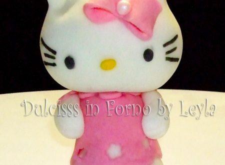 Torta Hello Kitty, decorata in pasta di zucchero