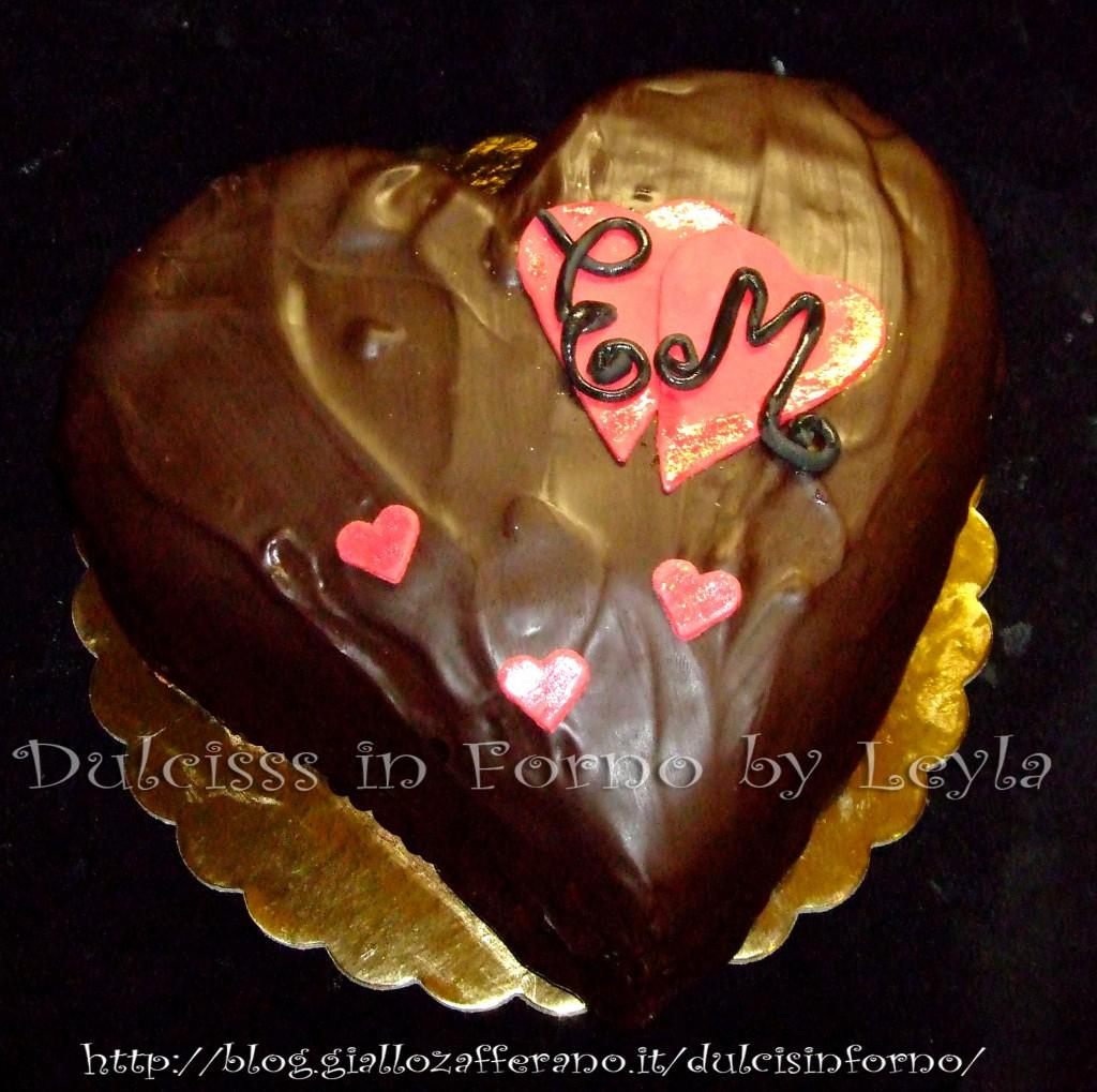 Torta Sacher a forma di cuore per San Valentino
