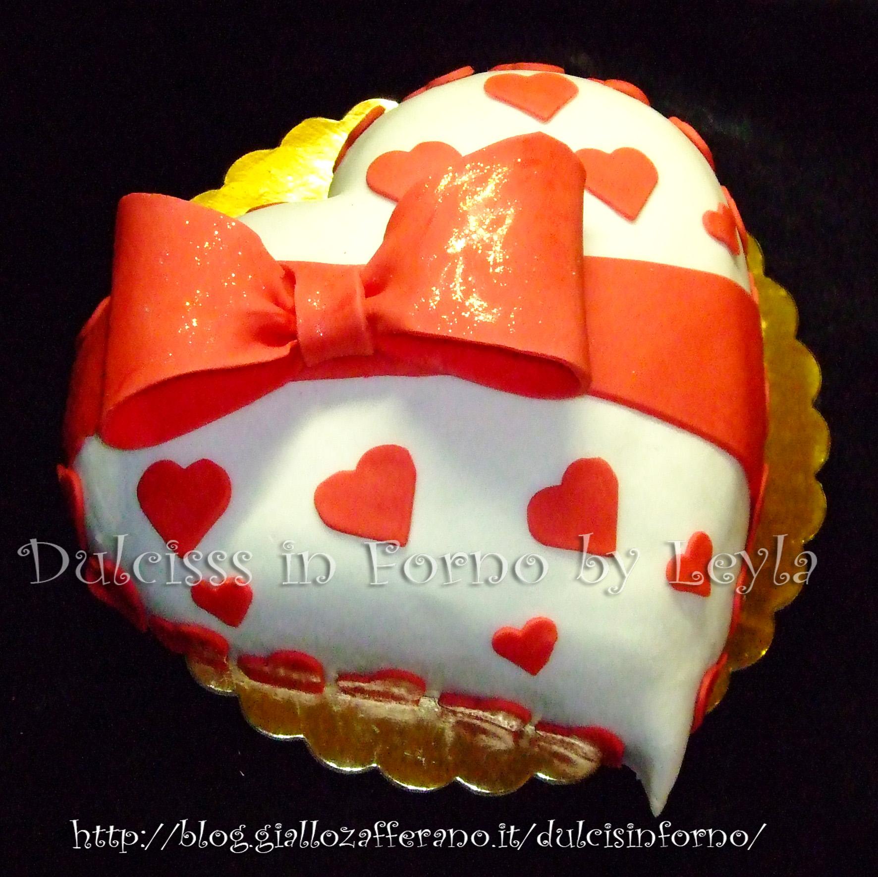 Torta Fiocco E Cuori Decorata In Pasta Di Zucchero Per San Valentino