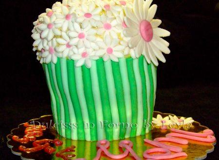 Torta vaso di fiori, decorata in pasta di zucchero per la festa della mamma