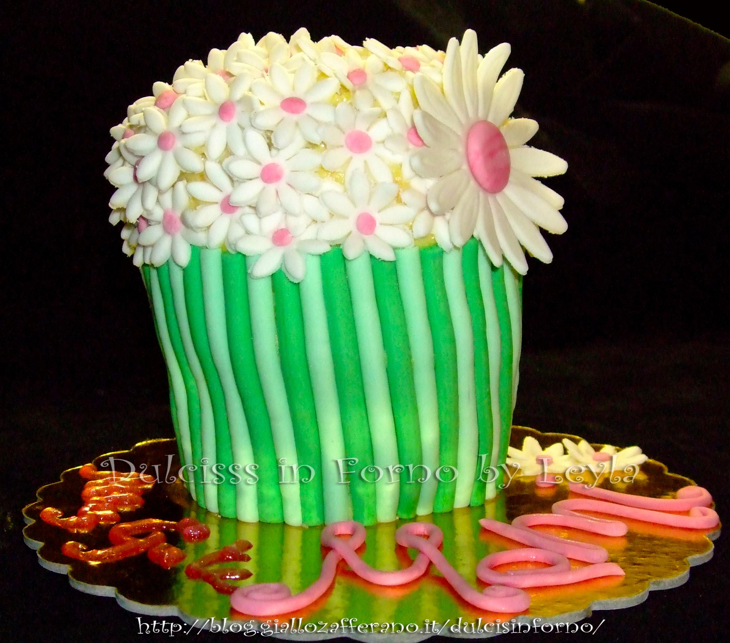 Torta decorata vaso di fiori
