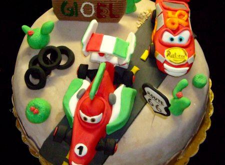 Torta Cars, decorata in pasta di zucchero