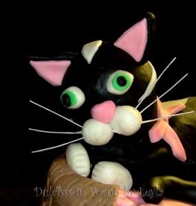Torta decorata gatto nella cesta dulcisss in forno pasta di zucchero PDZ