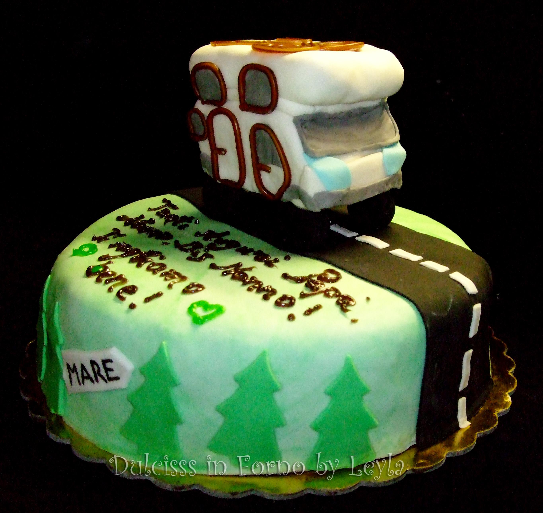 Torta decorata camper pasta di zucchero PDZ cake design Dulcisss in forno