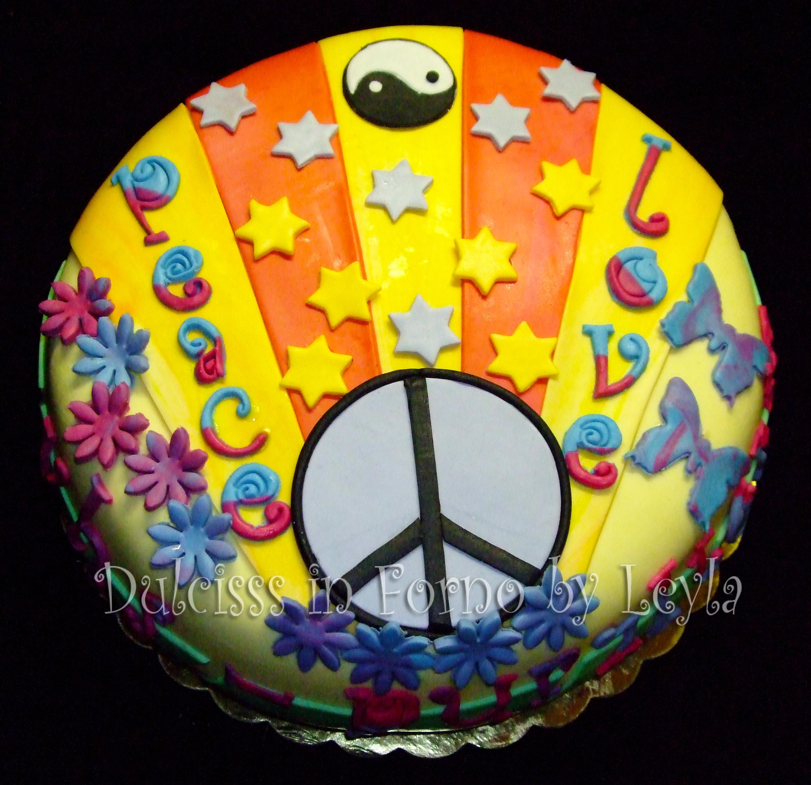 Torta decorata Hippie | pasta di zucchero | Dulcisss in forno