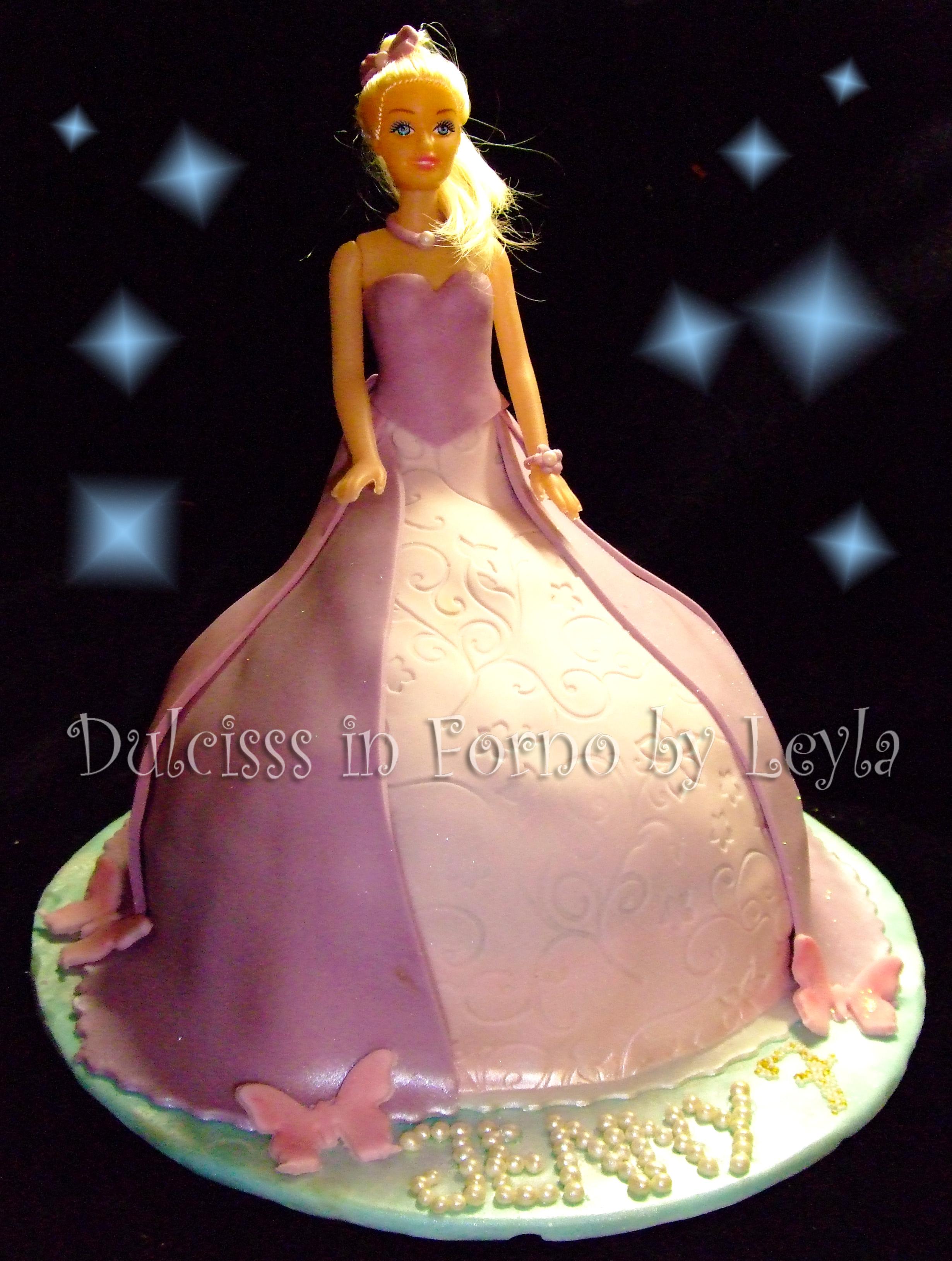 Torta barbie principessa decorata in pasta di zucchero for Decorazioni torte in pasta di zucchero
