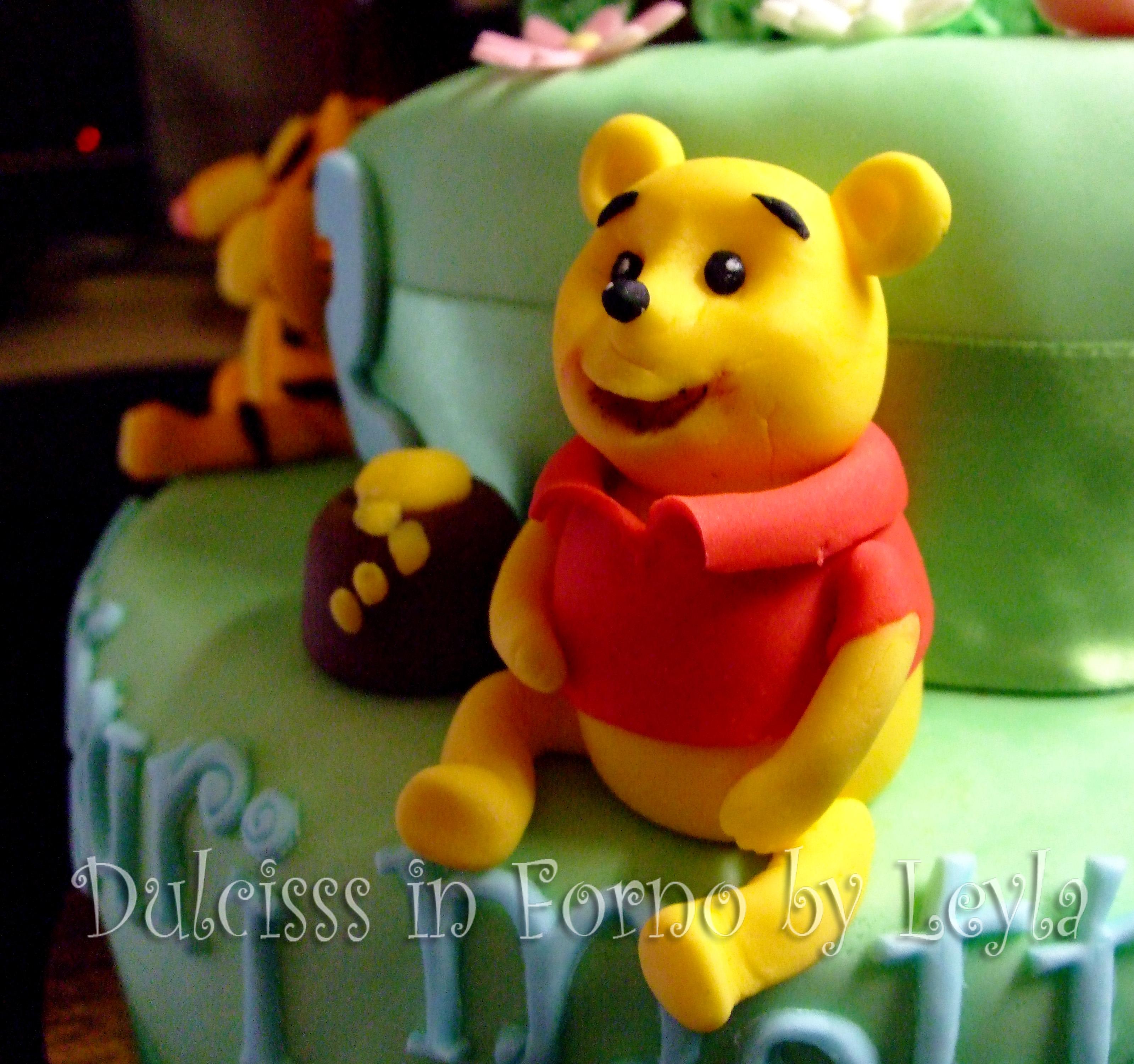 Torta winnie the pooh e i suoi amici decorata in pasta di