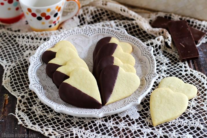 cuoricini con cioccolato cuoricini al cioccolato biscotti di pasta frolla biscotti a forma di cuore biscotti semplici per Natale biscotti per bambini biscotti da fare con bambini biscotti di frolla veloci biscotti al burro biscotti con cioccolato biscotti a cuore biscotti buonissimi biscotti veloci biscotti velocissimi ricetta facile ricetta biscotti natale facile biscotti natalizi semplici cioccolato biscotti di natale con cioccolato biscotti delle feste biscotti di natale ricette di natale biscotti alto adige biscotti trentini suedtirol weinachten rezepte Christmas recipies pasticceria natalizia biscotti natalizi biscotti da regalare per natale biscotti per natale biscotti buoni ricetta di natale ricetta per natale ricette natalizie biscotti dolcetti natale natalizi per natale Dulcisss in forno by Leyla ricette biscotti Leyla