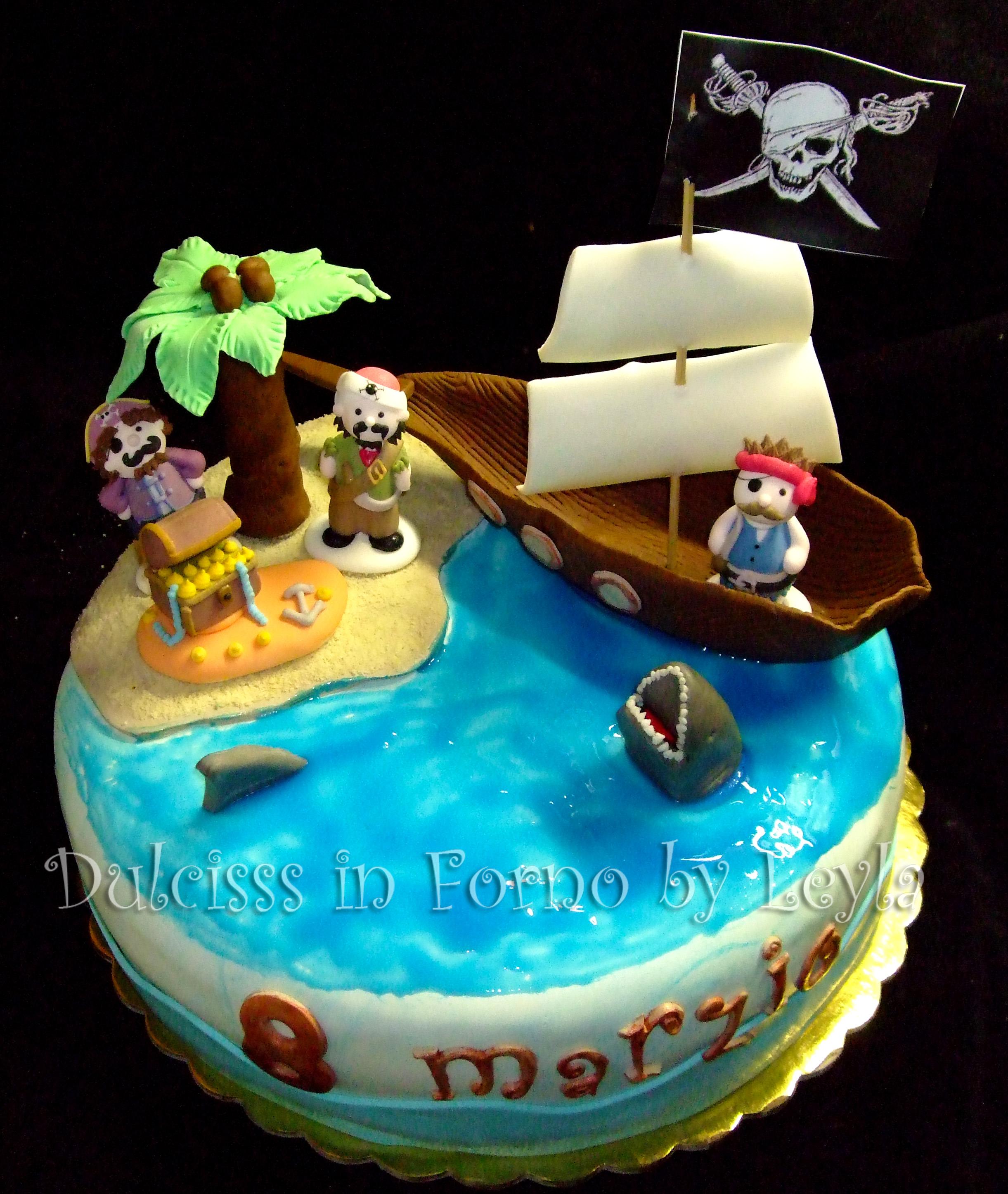 Torta pirati dei caraibi decorata in pasta di zucchero for Decorazioni torte tema mare