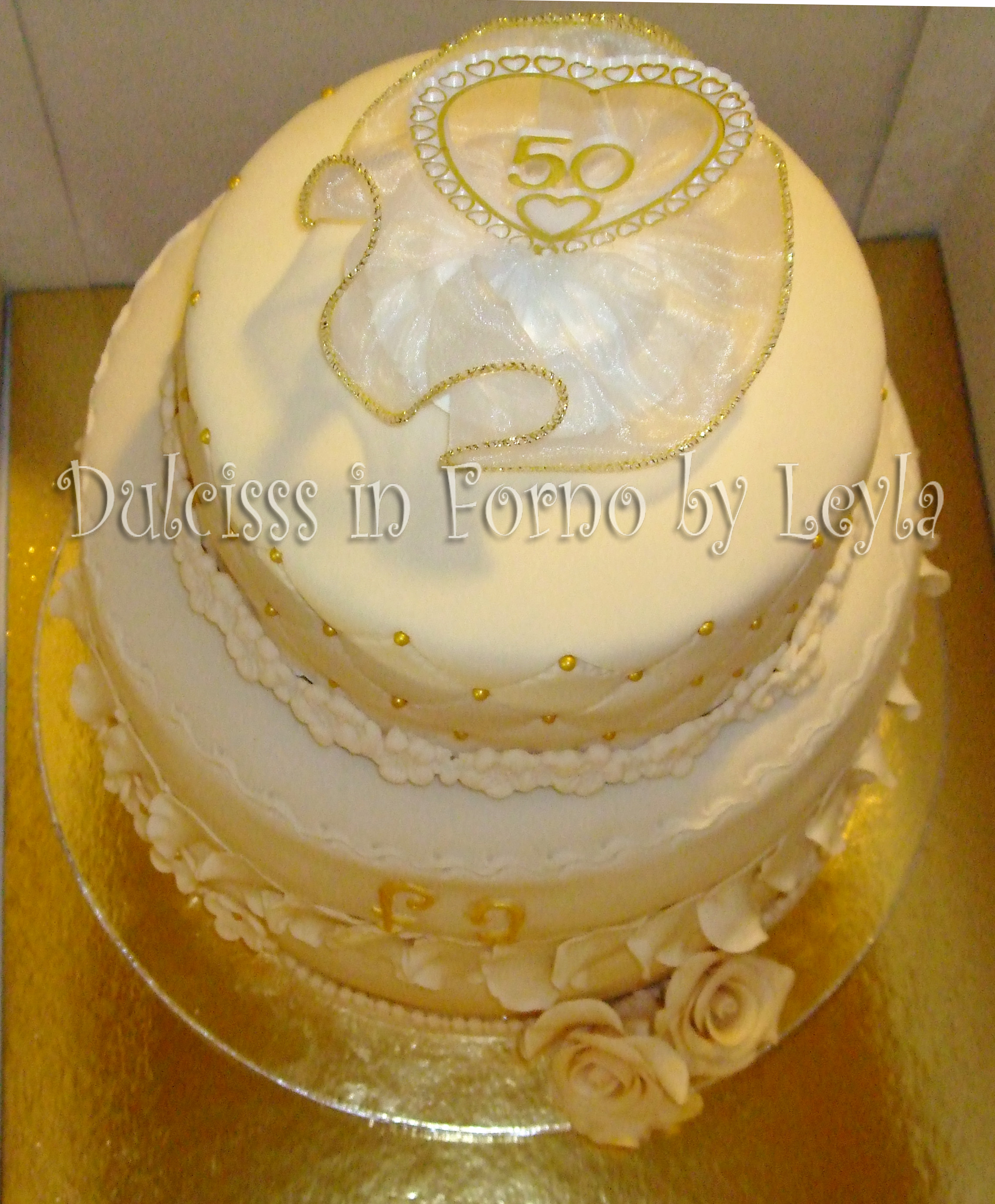 Torta Per Anniversario Di Matrimonio Giallo Zafferano.Torta 50 Anni Di Matrimonio A 3 Piani In Stile Wedding Decorata