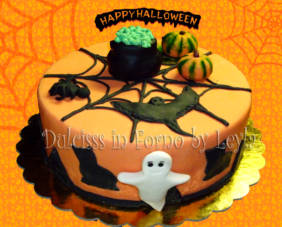 torta halloween decorata in pasta di zucchero con ripieno goloso di crema rocher. Black Bedroom Furniture Sets. Home Design Ideas