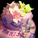 Torta orchidee a due piani, decorata in pasta di zucchero | Dulcisss in forno |
