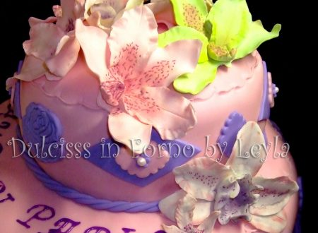 Torta orchidee a due piani, decorata in pasta di zucchero